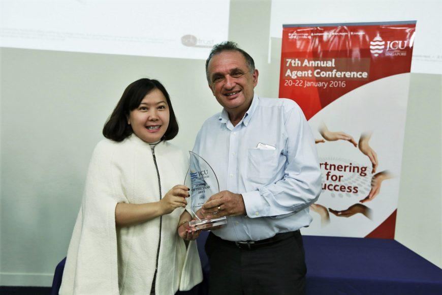 """INEC  nhận giải """"Agent of the year"""" tại Hội nghị thường niên lần thứ 7 của JCU Singapore"""